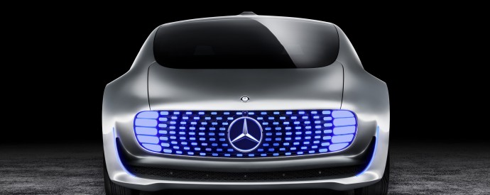 Робот Mercedes F 015 атакует